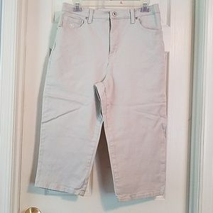 Size 10 Gloria Vanderbilt capri pants